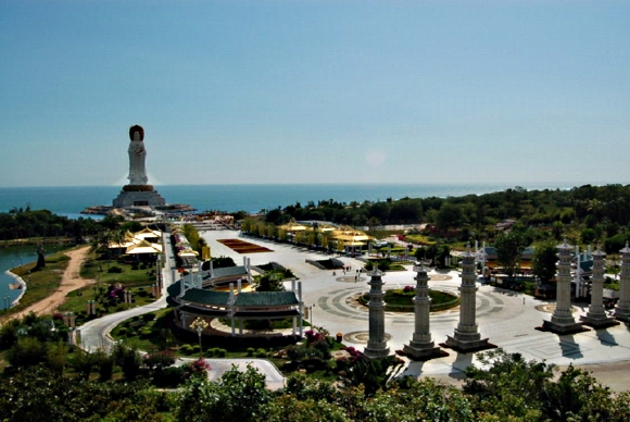Центр буддизма построен на горе возле